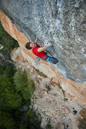 Штефано Гизольфи (Stefano Ghisolfi) на маршруте La Rambla сложности 9а+.