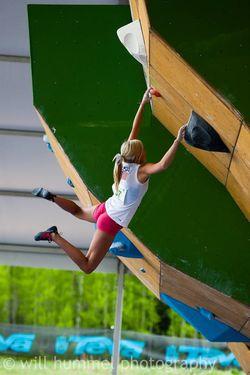 Тренировка прыжка у начинающих скалолазов