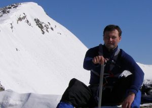 На Алтае спасатели прекратили работы по спасению туриста, попавшего в ледяную расщелину