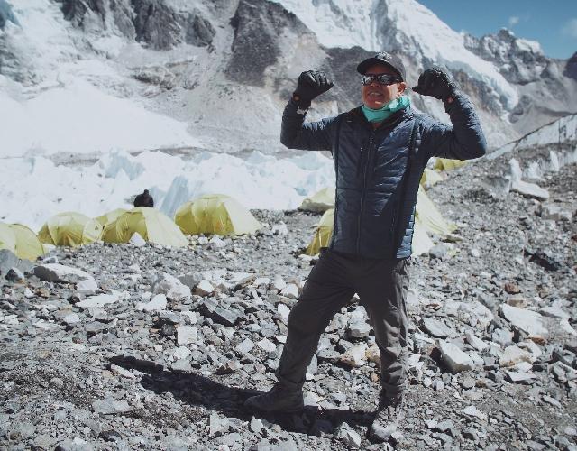Пол Марк Окенфолд (Paul Mark Oakenfold) в базовом лагере Эвереста
