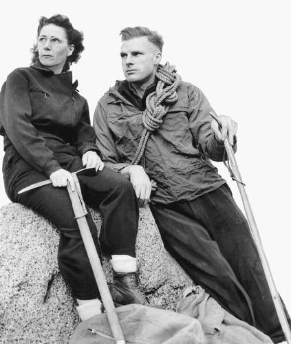 Мэри и Ллойд Андерсон, основавшие REI в 1938 году, в альпинистской одежде образца 1946. Credit MOHAI, Seattle P-I Collection
