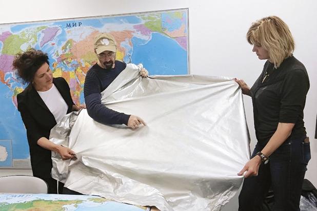 Александр Абрамов готовит новый материал для капсулирования тел погибших альпинистов.