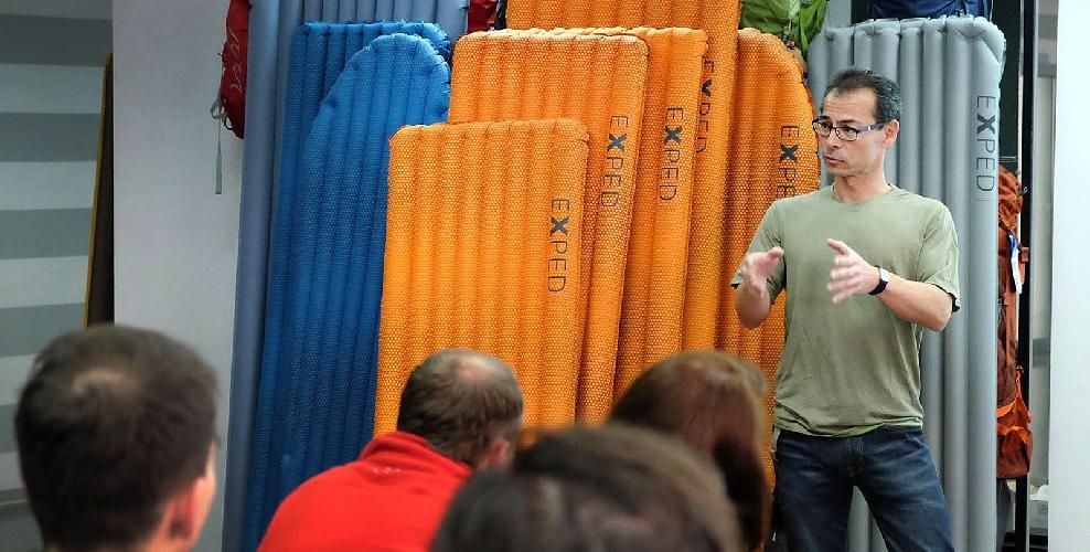 Хуберт під час виступу на навчальному семінарі для продавців мережі Gorgany. Фото: Роман Балук