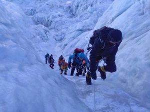 На Эвересте травмирован непальский шерпа