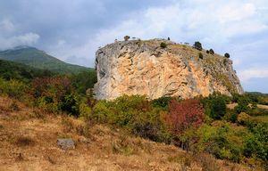 В Крыму уничтожают природу скального массива