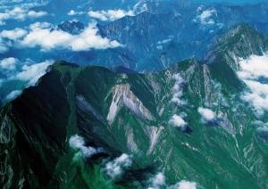В Горах Китая из-за непогоды погибли 2 туриста, еще 23 числятся пропавшими без вести