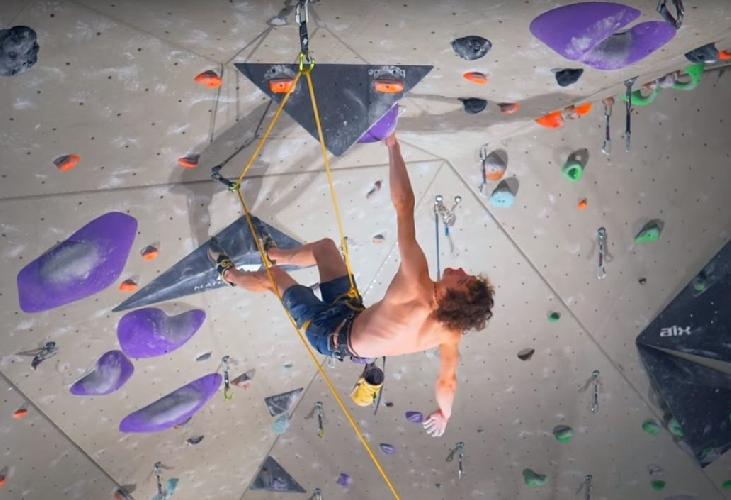 """Адам Ондра (Adam Ondra) на самом сложном в мире скалолазном маршруте построенного на скалодроме """"The Project"""""""