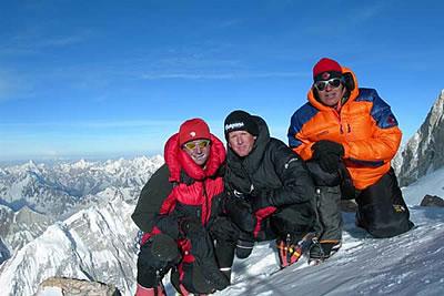 Ули Штек, Ханс Миттерер (Hans Mitterer) и Седрик Нален (Cedric Hählen) на вершине Гашербрум II Восточный