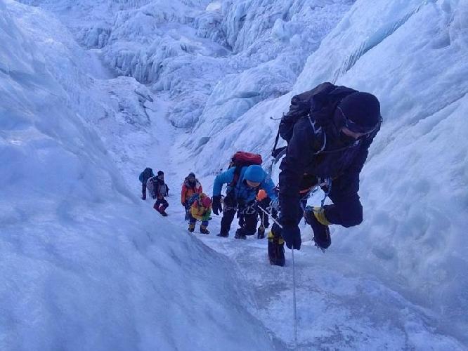 Эверест. Дорога в первый высотный лагерь через ледопад Кхумбу