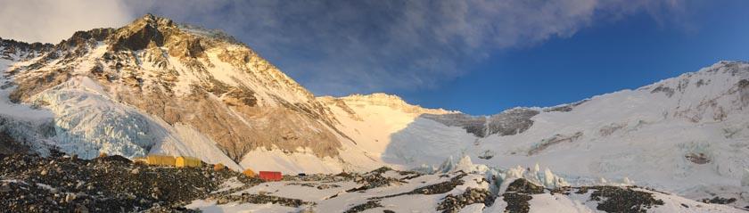 Вид со второго высотного лагеря на Эвересте. 23 апреля 2017 года