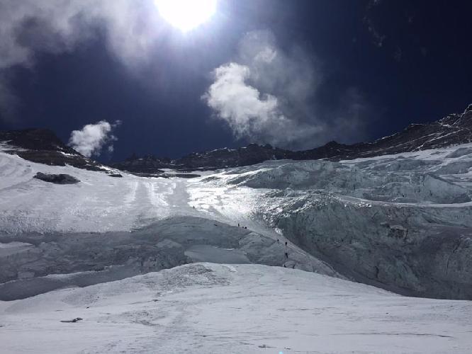 Южная стена Эвереста. Вид из второго высотного лагеря. 23 апреля 2017 года