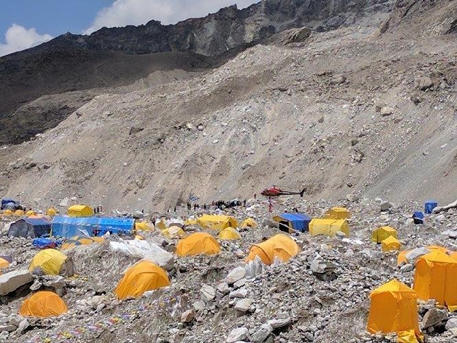 Транспортировка тела Ули Штека в Катманду. 30 апреля 2017 года