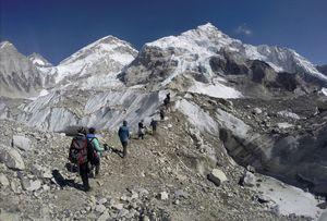 На Эвересте поймали нелегала