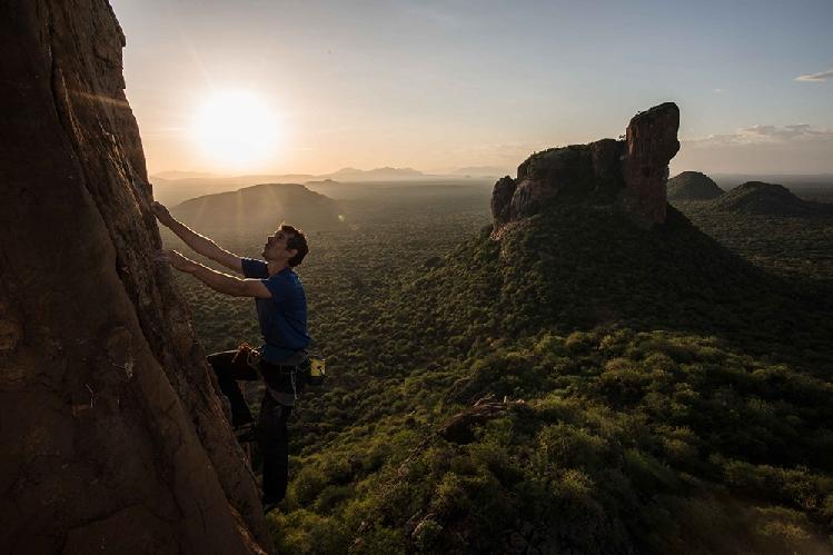 Алекс Хоннольд (Alex Honnold) в восхождении на безымянный маршрут на скале Cat