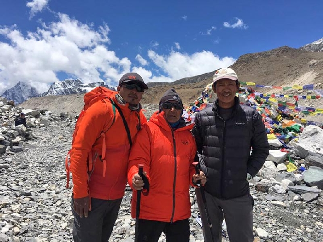 Мин Бахадур Шерхан в базовом лагере Эвереста, апрель 2017 года