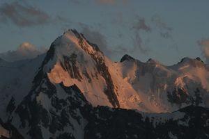 От такого не спасет даже каска: каменный обвал в горах