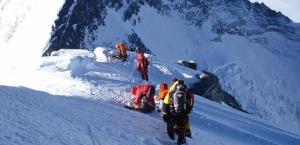 Готовится самая сложная, дорогая и продолжительная операция на Эвересте по спуску тела погибшего альпиниста
