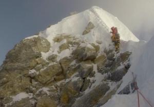 На Эвересте обрушилась