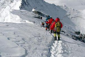 Новые рекорды Эвереста: впервые в истории на вершину мира поднялись женщины из Исландии и Албании