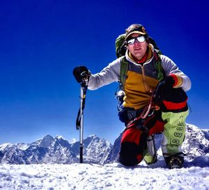 Альпинист, пытавшийся незаконно покорить Эверест, освобожден в Непале под залог в $10