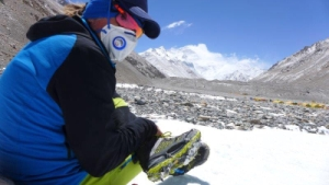 Энди Хольцер стал первым в истории слепым альпинистом, кто поднялся на вершину Эвереста по Северной стене
