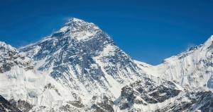 Польский альпинист нелегально пересек Эверест с севера на юг