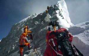 Альпинисты на Эвересте встревожены кражами кислородных баллонов