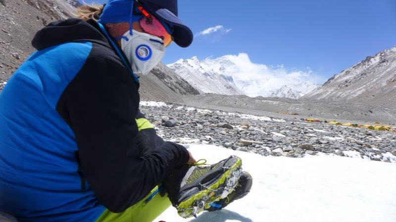 Энди Хольцер (Andreas Josef Holzer) на фоне Эвереста