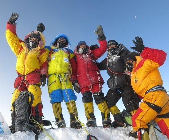 На вершине Эвереста.