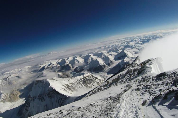 Спуск до 7700 м.