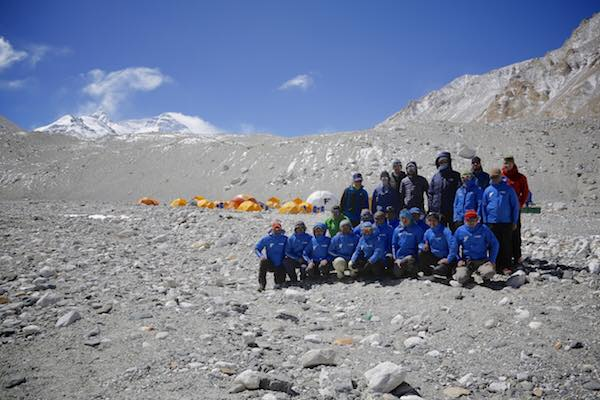 Команда Энди Хольцера (Andreas Josef Holzer) в базовом лагере Эвереста