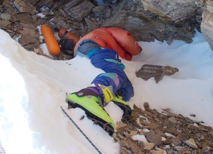 Мертвый альпинист в зеленых ботинках, Цеванг Палджор, больше 20 лет был ориентиром на Эвересте
