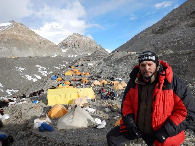 Сергей Ковалёв в Базовом лагере Эвереста в апреле 2017. Фото из архива экспедиции.