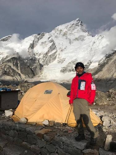 Нобуказу Курики (Nobukazu Kuriki) у Эвереста, май 2017 года