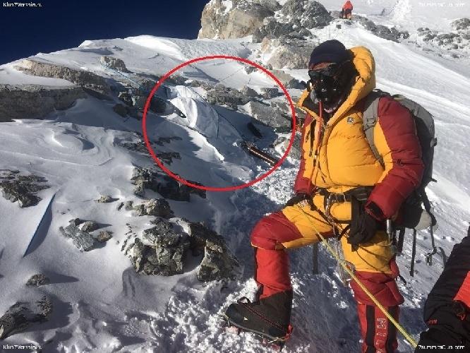 Капсулированное тело Марко Лихтенекера на Эвересте. май 2017