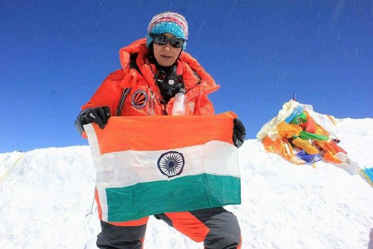 Аншу Джамсенпа (Anshu Jamsenpa) на вершине Эвереста