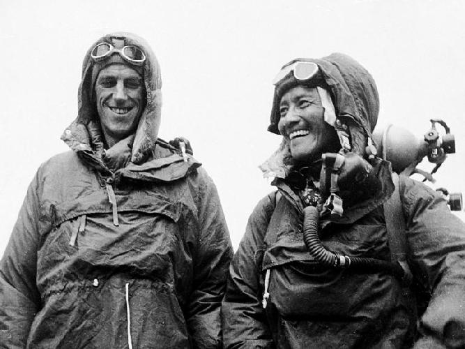 Первовосходители на Эверест (8848 м): Эдмунд Хиллари и Тенцинг Норгей. Фото: Associated Press.