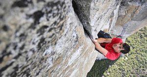 Впервые в скалолазании Алекс Хоннольд прошел в технике Free Solo большой скальный маршрут