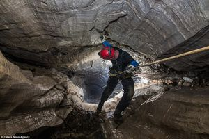 Фотограф рискует жизнью, чтобы запечатлеть невероятную красоту пещер