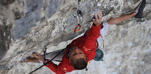 Британский скалолаз Стив МакКлюр в 46 лет установил мировой рекорд в скалолазании, пройдя маршрут сложности 9b