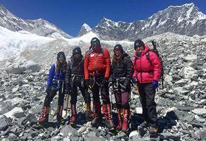 Команда иорданских женщин тренируется, чтобы подняться на Эверест