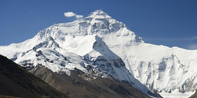 Китай закрывает Эверест для альпинистов
