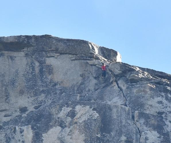 Спустя 3 часа 56 минут Алекс стоял на вершине маршрута!