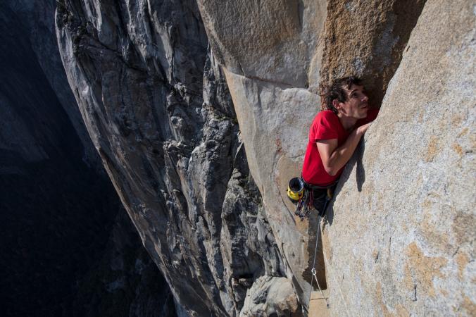 """Алекс Хоннольд (Alex Honnold) на маршруте """"Freerider"""", что расположен на Эль-Капитане (Йосемити, США)"""