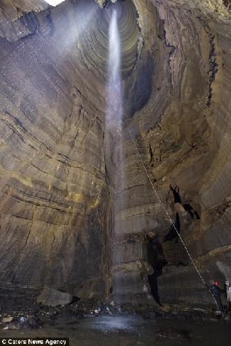 Крис Хиггинс (Chris Higgins) из Ноксвилля - спелеолог и фотограф, исследовавший более 10 тысяч пещер в Северной и Южной Америке