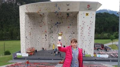 10 летняя харьковчанка завоевала бронзовую медаль на крупнейших в Европе детских соревнованиях по скалолазанию