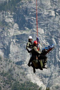 Уникальное видео: как работают спасатели на скалах Йосемитского парка в США