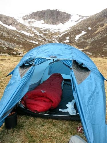Пуховые спальники  легче и лучше упаковываются при эквивалентном  сохранении тепла