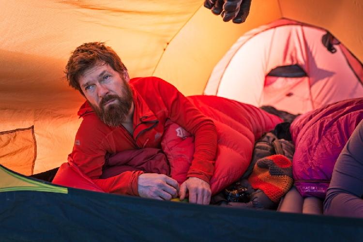 Сон на холоде может быть неудобным. Для серьезного использования купите лучший спальный мешок, который вы можете себе позволить!