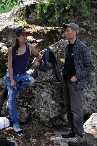 Автор и Рустам Гельманов среди болдеринговых камней в Ailefroide. Фото (с) Елена Белова